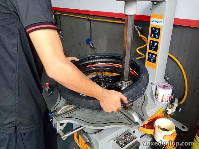 Tư vấn thay vỏ xe exciter 155 loại nào tốt giá vỏ dunlop cho exciter 155 bao nhiêu - 2